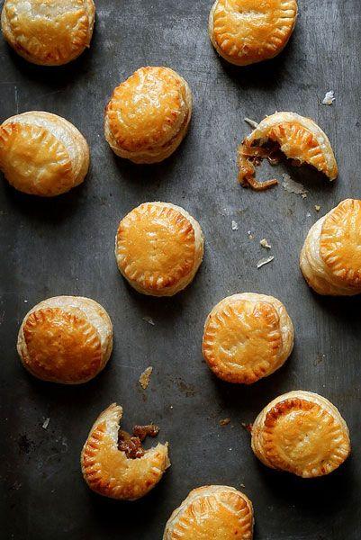 Γαλλικά πιτάκια με καραμελωμένα κρεμμύδια - Marymary Cook