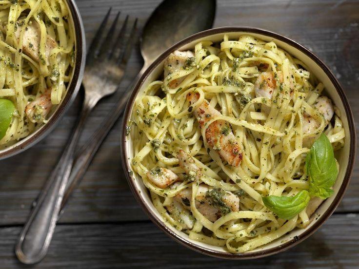 Linguine mit gegrilltem Hähnchen und Basilikum Pesto Sauce