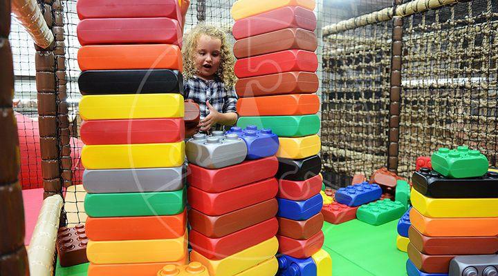 www.eliplay.eu uploads images producten 93 vcs-indoor-speeltuin-leverancier-producent-blokkenhoek-1_720_400_1.jpg