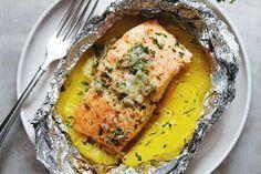 ¿Cómo hacer salmón al horno con piña? Una receta exótica muy sencilla que puedes incluir en la dieta de la piña. El salmón es rico en proteínas y vitaminas.