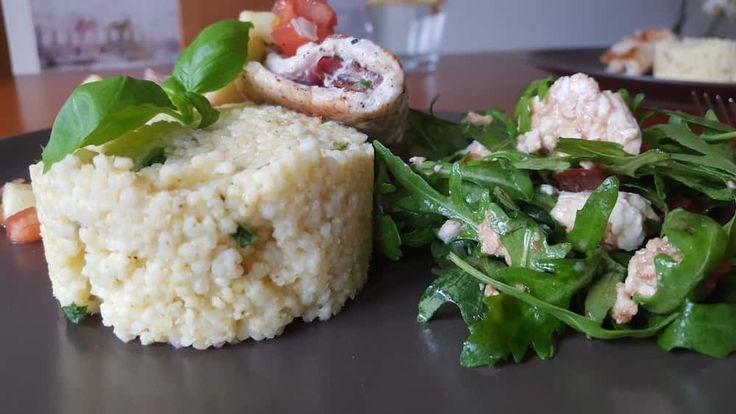 Schab nadziewany bazylią,szynką i salsą jabłkową https://ciasnakuchnia.pl/przepis/schab-nadziewany-bazylia/