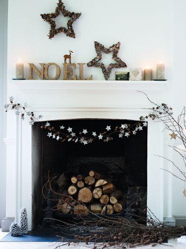 Kerstdecoratie aan schouw   Christmas decoration on fireplace #X-mas