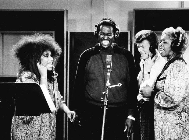 Shown from left to right are Chaka Khan, Luther Vandross, David Bowie and Cissy Houston in 1986. The four of them were working on the soundtrack to 'Labyrinth'.