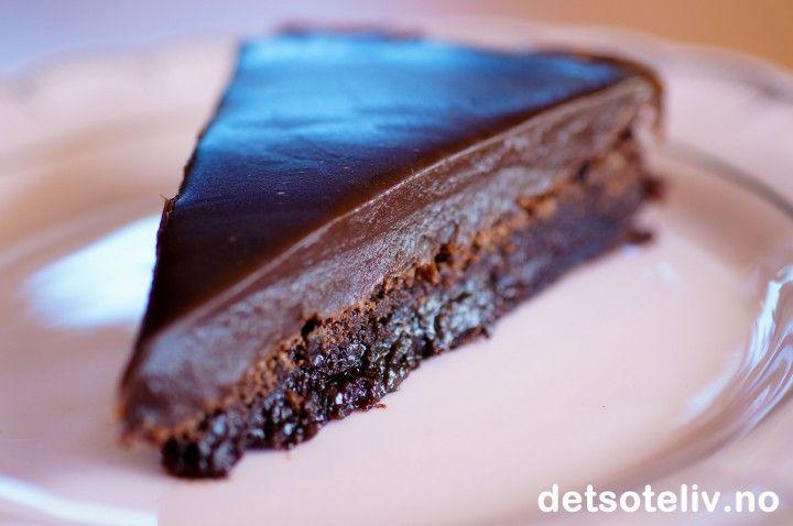 Kladdekake med sjokoladefudgeglasur   Det søte liv