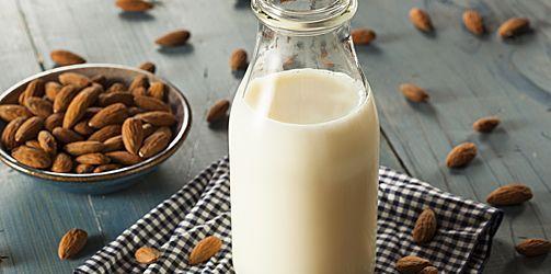 Scheutje melk in thee houdt tanden wit | GezondheidsNet
