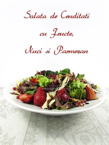 Salata de cruditati cu fructe, nuci si parmezan este o #salata usoara si delicioasa, o combinatie minunata de arome delicate care incanta papilele gustative.