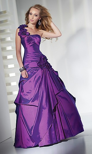 Rocking the purple dress!  Looks stunning.
