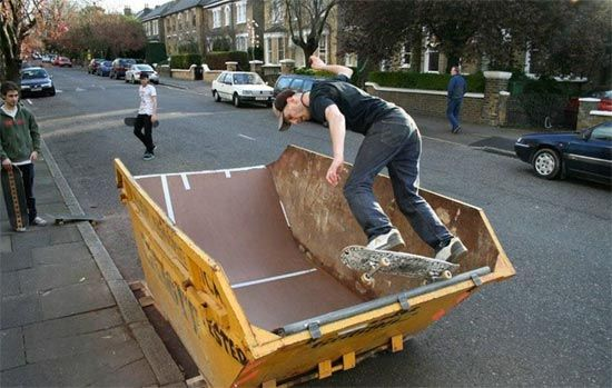 British design graduate Oliver Bishop-Young has come up with an urban art project, called the SkipWaste project, where dumpsters are used in a fun and different way. They are no longer used for trash, but for activities and other amazing art installations. You have dumpsters that work as either a skate ramp, a lawn, a flower bed, a pool, or even a cozy living room.