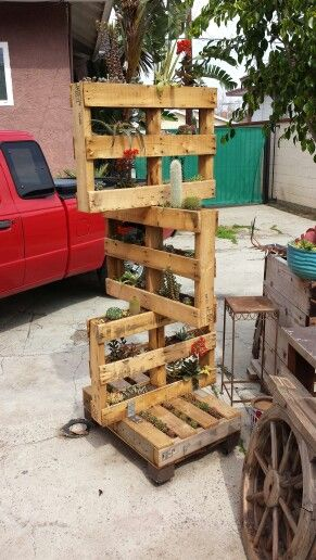 Stacked pallet planter