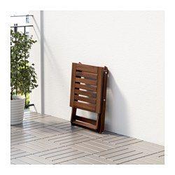 Enkel att fälla ihop och ställa undan. För extra hållbarhet, och för att du ska kunna glädja dig åt träets naturliga uttryck, har möbeln förbehandlats med flera lager av halvtransparent trälasyr.