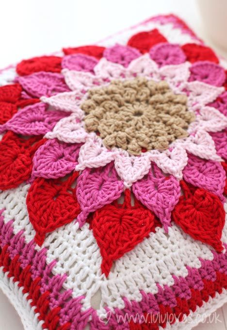 The Crocodile Flower cushion made by Lulu Loves. Gorgeous! Free Pattern by Joyce Lewis via Ravelry!