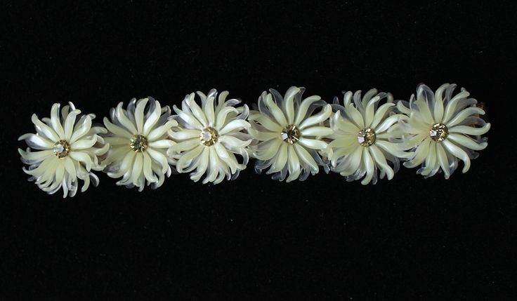 1950s floral bracelet made of plae beige soft plastic by Oselavy
