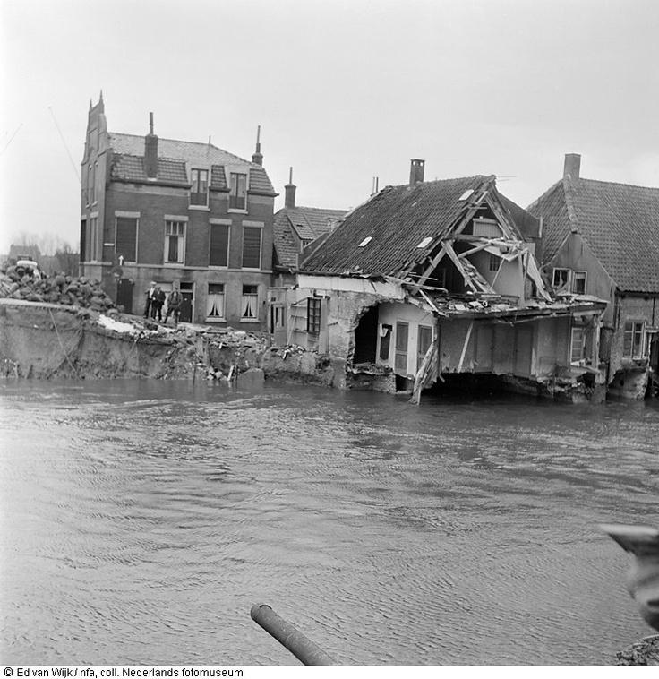 Verwoeste huizen na de ramp.