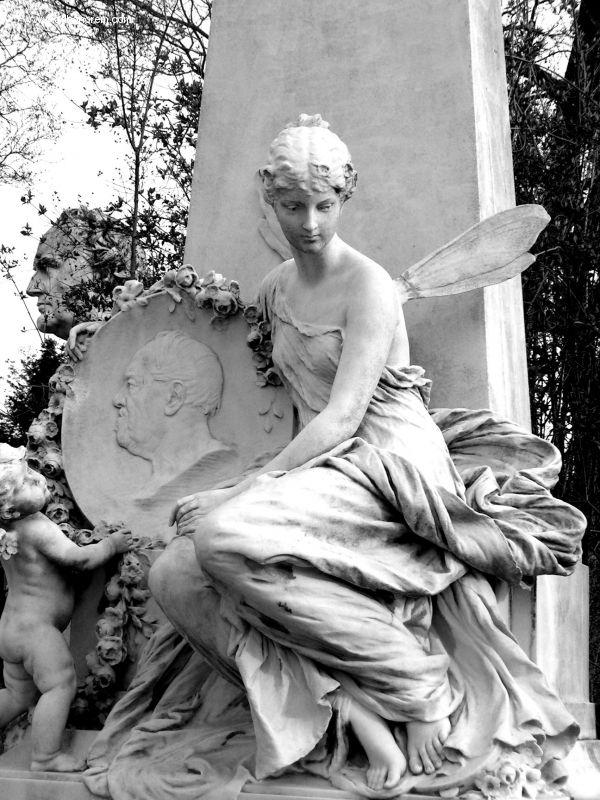 Vienna, Austria Zentralfriedhof, Ehrengraeber    Cemetery Images, Gothic Art, ... by Daniela Lexl - Adhonorem.com