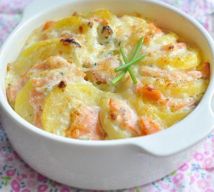 Gratiné de pommes de terre au saumon fumé | Envie de bien manger. Plus de recettes ici : http://www.enviedebienmanger.fr/idees-recettes/recettes-gratin