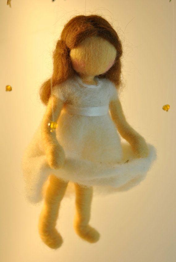 Waldorf inspirado aguja fieltro muñeca móvil la por MagicWool, $65.00