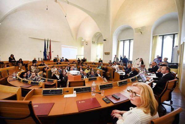 Palazzo dei Priori, il consiglio comunale potrebbe sbarcare su Facebook