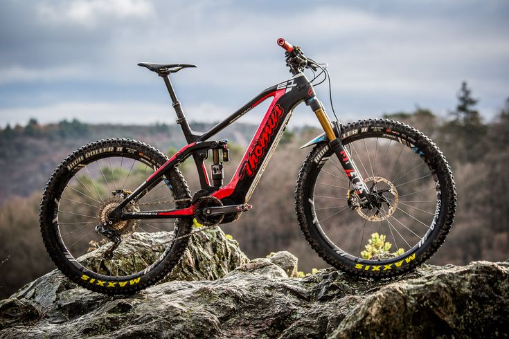 """On Test: Thömus Lightrider E1 – Is the world's best E-Bike a Swiss machine? - The Thömus Lightrider E1 is an E-Enduro bike with 150mm travel, full carbon frame, neatly integrated Shimano Steps E8000 motor and modern geometry with a long reach and short chainstays. We had the chance to test this premium E-Bike, that Thömus themselves have described as """"probably the world's best eMTB."""""""