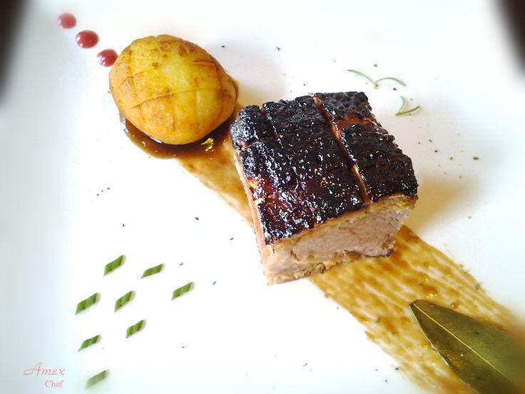 Cosciotto di maiale in salsa e laccatura di miele di melata, crema di aceto balsamico e spezie. Lunga marinatura, cottura a bassa temperatuta e ripasso in forno per laccatura. Leg of pork in sauce and lacquering of honeydew honey, cream of balsamic vinegar and spices. Long marinating, cooking at low TEMPERATURE: and revision in the oven for lacquering. ask for the recipe! info@del-italy.com www.del-italy.com