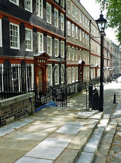 King's Bench Walk, Middle Temple, London. (my photo) Visiting the Inns of Court: The Inns of Court are only open 12.30-3:00 in the afternoons, M-F, no bank holidays, so plan to be there at noon. The entrance to Middle Temple Lane is just where the Strand becomes Fleet Street, to your right if you're walking towards Fleet Street. You will think you aren't allowed to enter because a long barrier reading NO ACCESS or something like that stretches beneath the entrance archway, and there is a man…