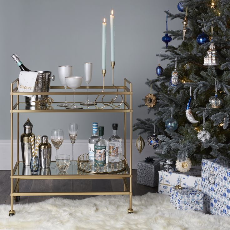 The magic of Winter Palace is captured in boutique glamour. Feathered peacock clips, sparkling diamante baubles and metallic starburst decorations provide a refined, opulent look. Serve Christmas drinks in style with elegant gold trimmed glassware and cocktail shakers.