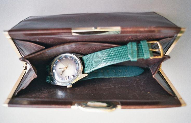 #greenwatch #sixtieswatch #mechanicwatch #brooch #leatherwallet #woodenbox