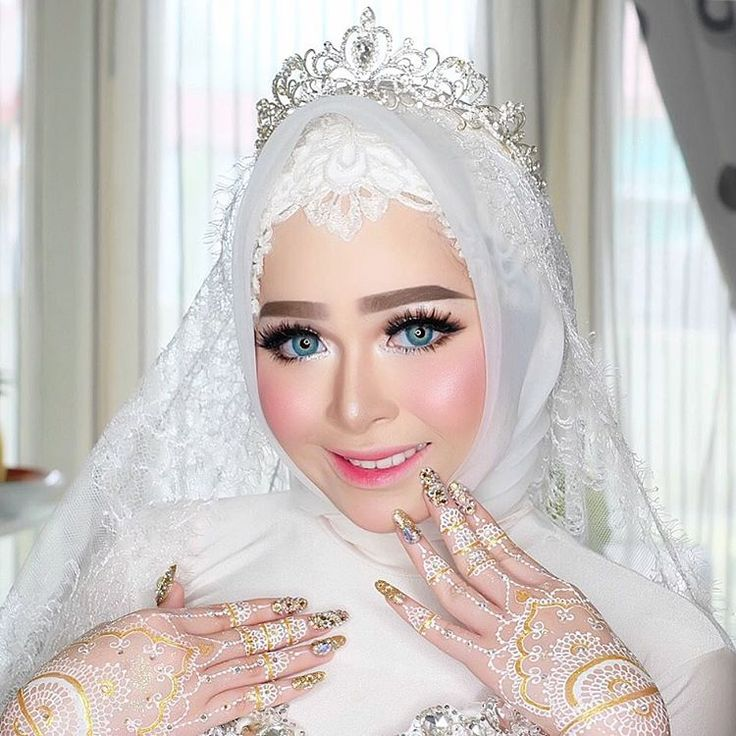 """2,446 Likes, 50 Comments - VIZZILY MAKEUP ARTIST OFFICIAL (@vizzily) on Instagram: """"My adorable Bride Miss Nadyra ✨Makeup by ME @vizzily  Attire by @youngky_wo / Nails by…"""""""