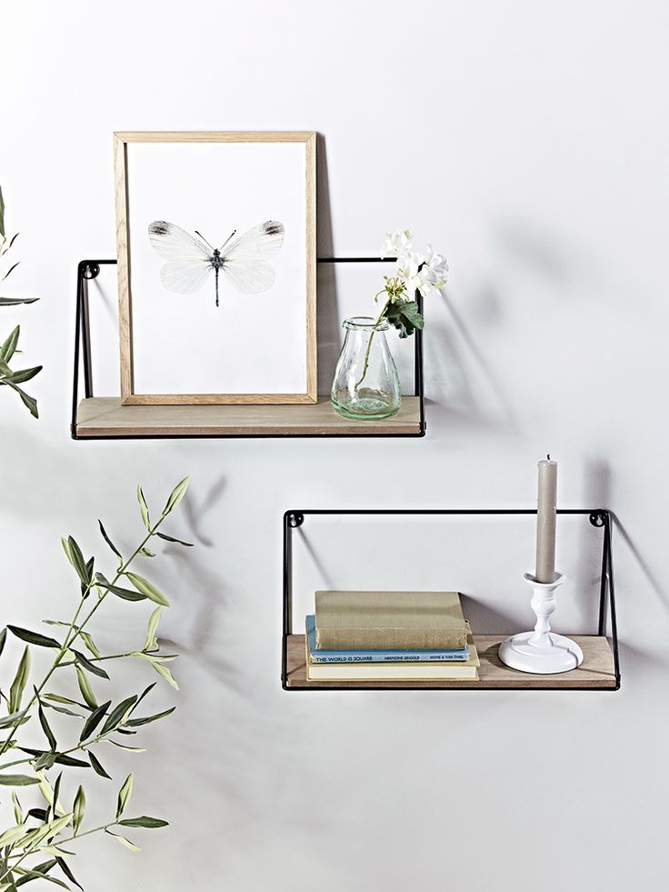 Crafted from rustic pine wood with a black iron frame, our pair of small shelves add a cool industrial look to your home. Also available in Large here, these contemporary shelves are easy to hand from the wall using two keyhole hooks and are perfect for displaying anything from books and DVDs to keepsakes and decorative objet.