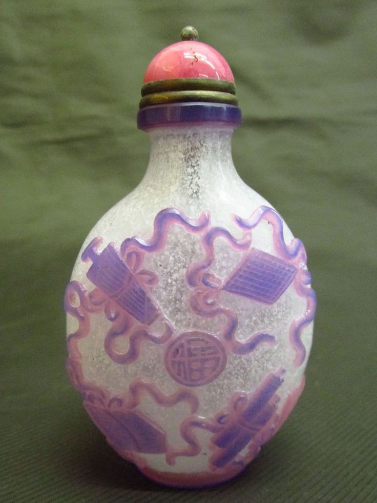 Chinese Peking Glass Carved Lucky Pattern Snuff Bottle