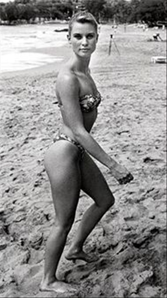 Nicollette sheridan from noises off 1992