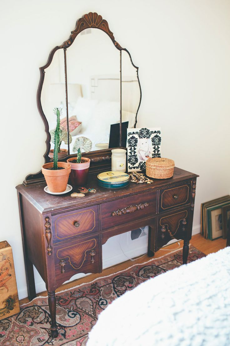 Styling an antique bedroom vanity with vintage bohemian style.