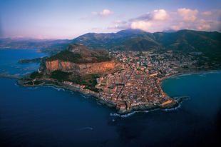 Vista aerea di Cefalù (Sicilia)
