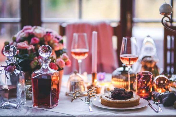 Lima Cara Bikin Dinner Romantis Saat Honeymoon di Rumah