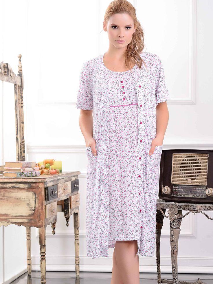 Levantadora / Dressing gown / 32913 / Confortable levantadora con romántico estampado. Tiene prácticos bolsillos y botones frontales Tallas / Sizes / S - M - L - XL - XXL