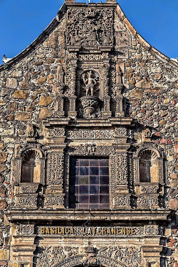 Una de las iglesias más antiguas de Guadalajara, que inició como una Ermita al establecerse el nuevo pueblo de Analco, es la Basílica Lateranense. La mayor parte de su construcción es de la mitad del siglo XVII, quedando la construcción central dedicada a San Sebastián y flanqueada por dos capillas; siendo la primera dedicada a Nuestra Señora de Guadalupe y la segunda, es la Capilla de El Calvario.
