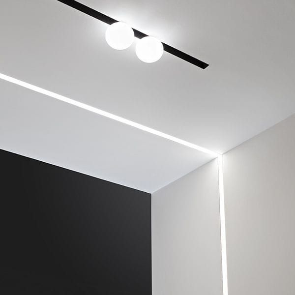led lichtleiste the running magnet light strip flos. Black Bedroom Furniture Sets. Home Design Ideas