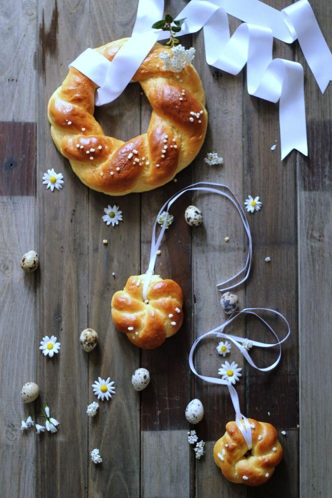Ho pensato a queste ghirlandine di pan brioche, invece della solita treccia, possono essere un idea carina anche d...
