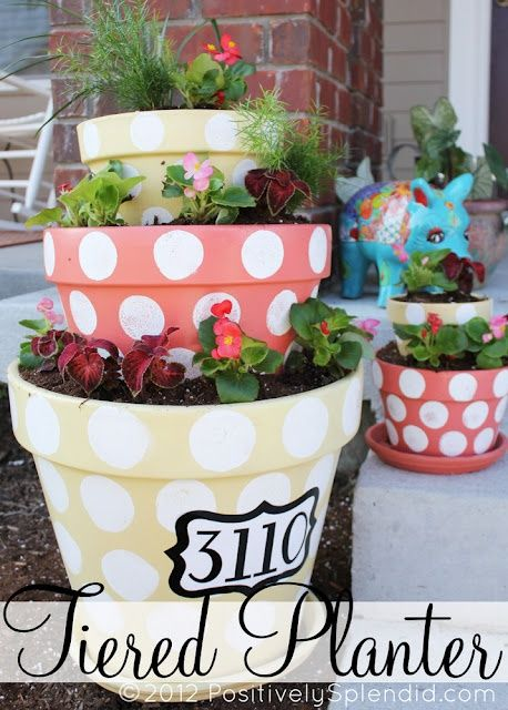http://bit.ly/J7il5G - tired painted flower pots: Ideas, Flower Planters, Tiered Planters, Flower Pots, House Numbers, Polka Dots Tiered, Polkadots, Front Porches, Crafts