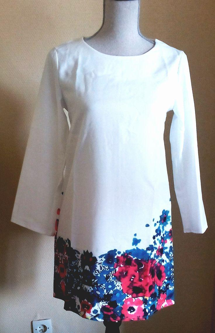 Magnifique Robe taille M vendue 17€ visitez ma boutique ou il y a de nombreux vêtements: https://www.facebook.com/pages/La-Roberie/483507305133507  et n'hesitez pas à me contacter par mail ou MP