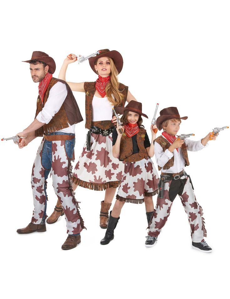 Déguisement de famille de cowboys : Cet ensemble de costumes se compose de 4 déguisements pour toute la famille.Déguisement cowboy hommeCe déguisement de cowboy pour homme se compose d'un gilet imitation...
