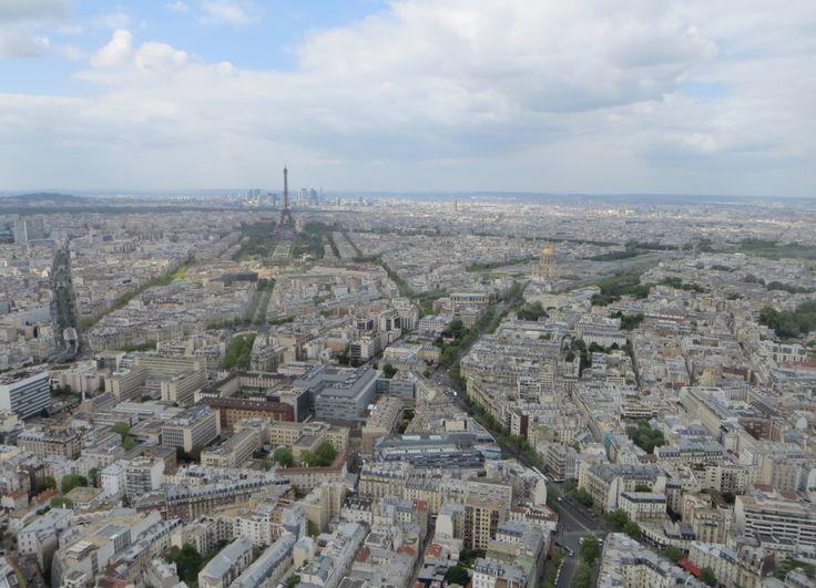 Eiffel-torni ja koko Pariisi, huhtikuu 2014