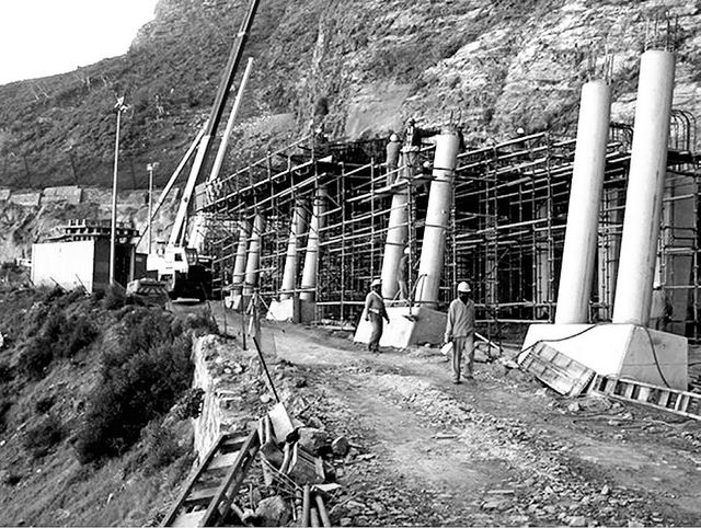 Construction of the cantilevered rock canopy over the road ...