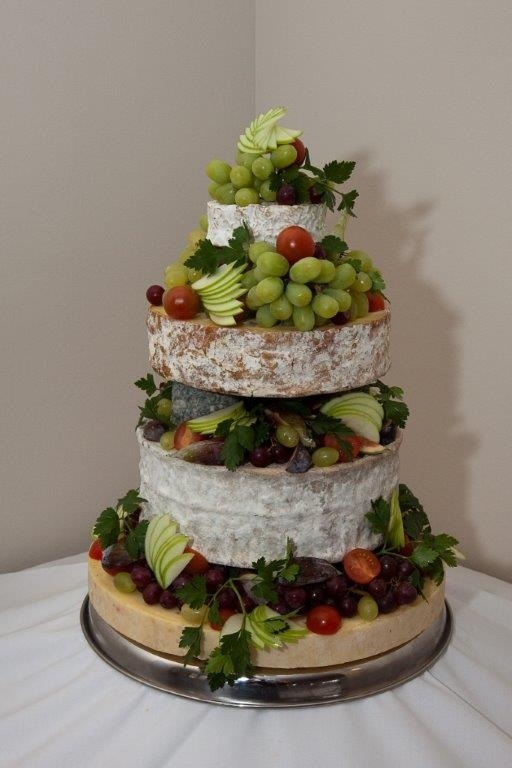 Alternative to wedding cake and served in the evening