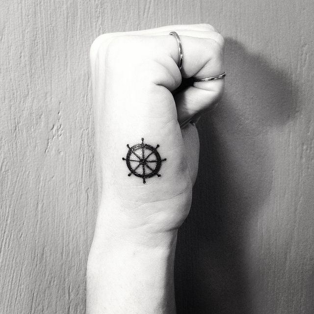 My hand tattoo by Gabi Bessa // Navy Tatttoo