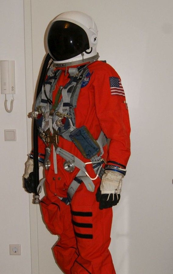 - Raumanzug mieten - Space suits for rent