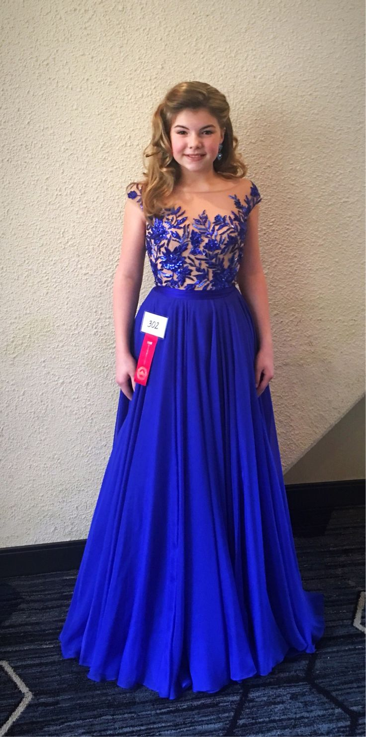 Gabriella Miller was crowned Miss Minnesota American Coed Preteen 2017 when she competed for the title wearing this stunning royal blue evening gown!