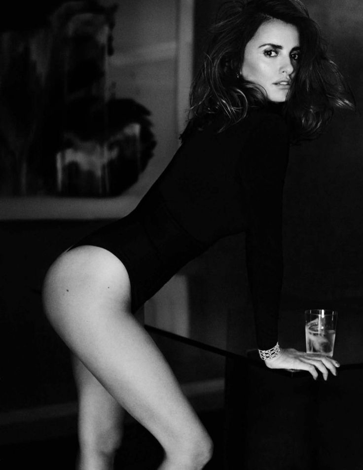 Actress Penelope Cruz flaunts her curves in black bodysuit for Vogue Magazine Spain December 2016 issue