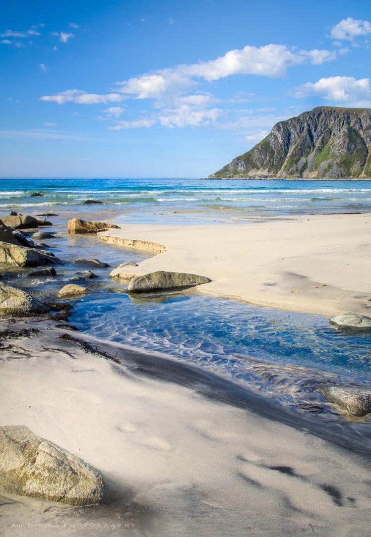 Von diesem Strand auf den Lofoten gibt es so unfassbar schöne Aufnahmen. Warum war ich dort noch nicht??? Beach on Flakstadøya, Lofoten, Norway: