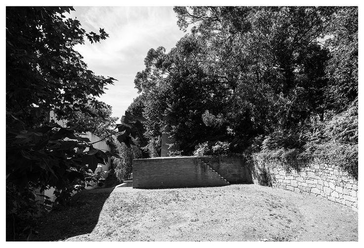 |pt| Caminhos por entre a vegetação.  |eng| Pathways through the vegetation.  © Rui Pedro Bordalo  #architecture #arquitetura #fotografia #photography #siza #sizavieira