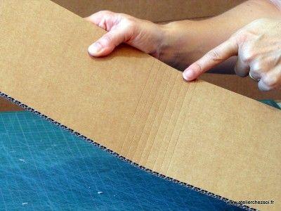 incision du carton pour pouvoir courber le cartonhttp://www.atelierchezsoi.fr/post/2013/08/13/technique-jolie-courbe-pour-votre-meuble-en-carton